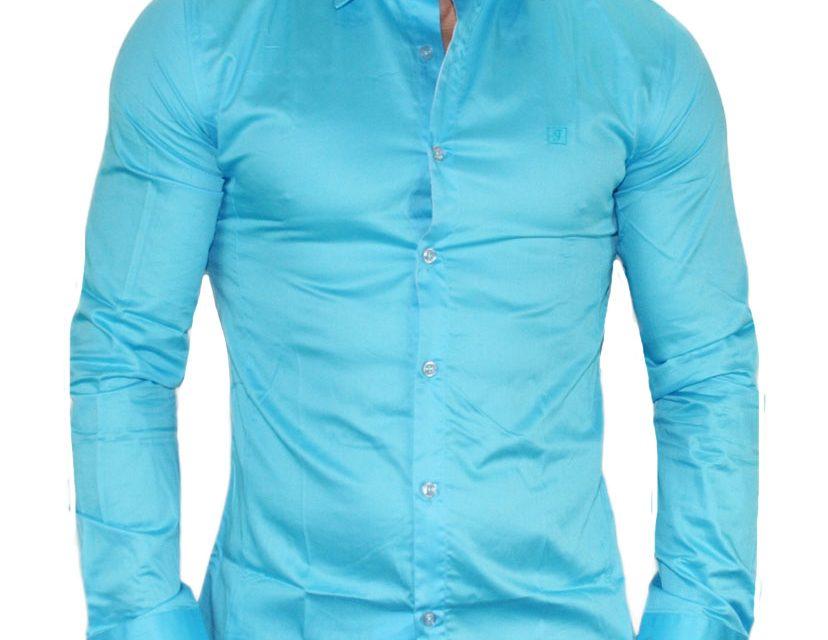Chemise bleu, elle met en valeur votre teint de peau