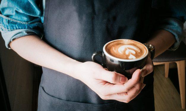 Comment réduire les effets de la caféine dans le thé vert : quelles sont les astuces à connaitre ?