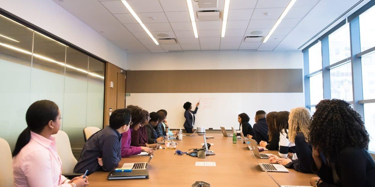 Comment organiser une conférence : comment procéder ?