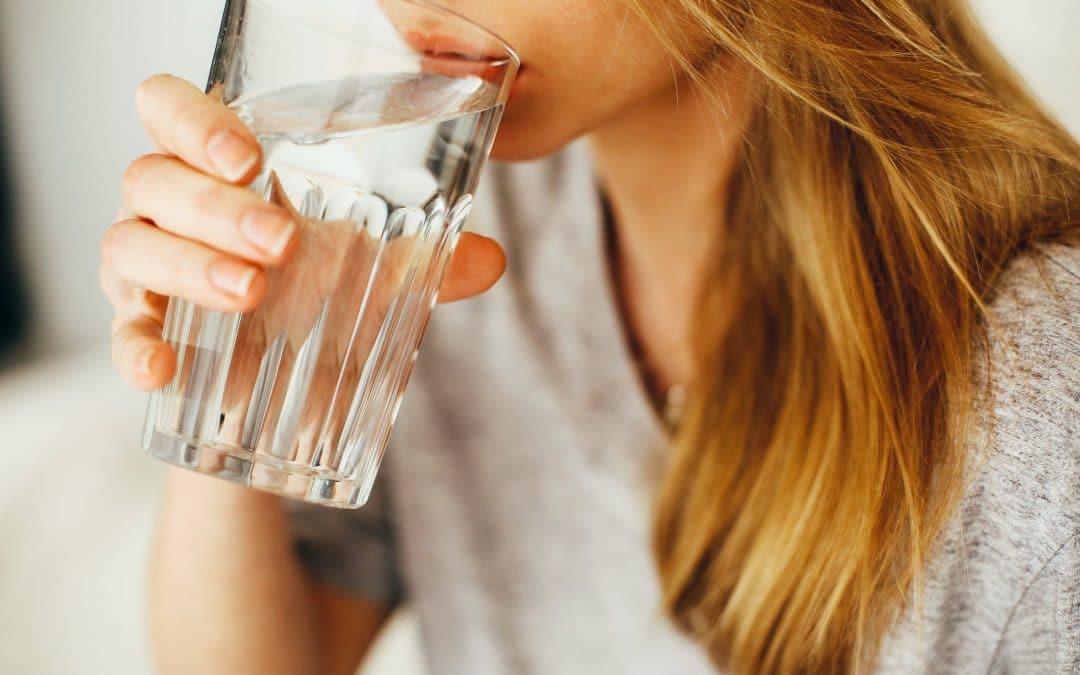 Comment perdre du ventre en buvant de l'eau : comment l'eau agit sur la perte de poids ?