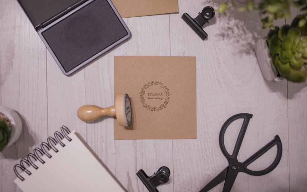 Comment rédiger une invitation officielle : quelle est la meilleure façon de l'écrire ?